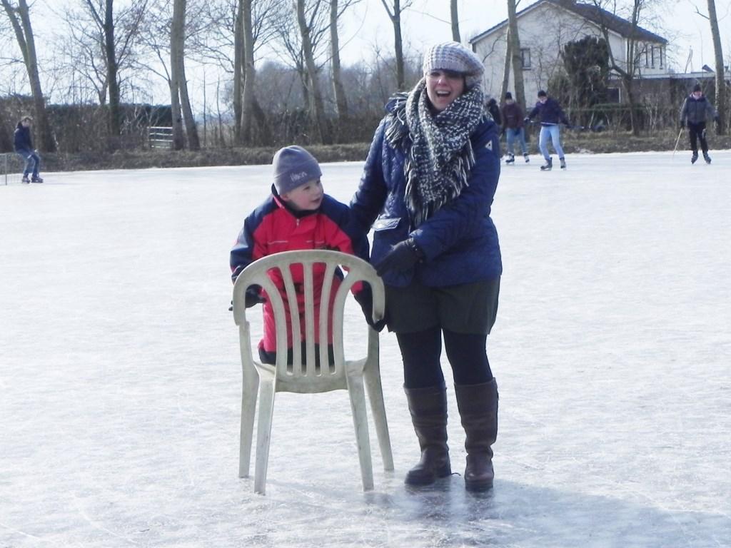 Thijs vindt het ook goed als hij op de stoel zit en mama hem verder duwt,. Richard Thoolen © BDU media
