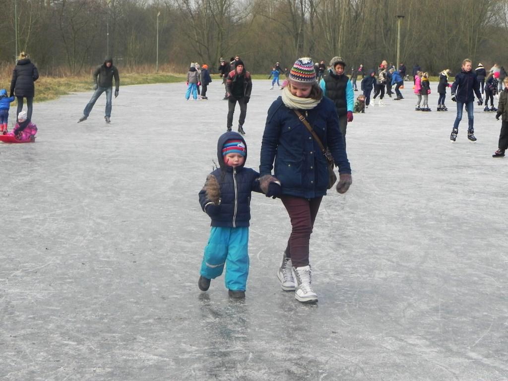 Ook gewoon lopen over het ijs was voor sommige kinderen al een belevenis.                                Richard Thoolen © BDU media