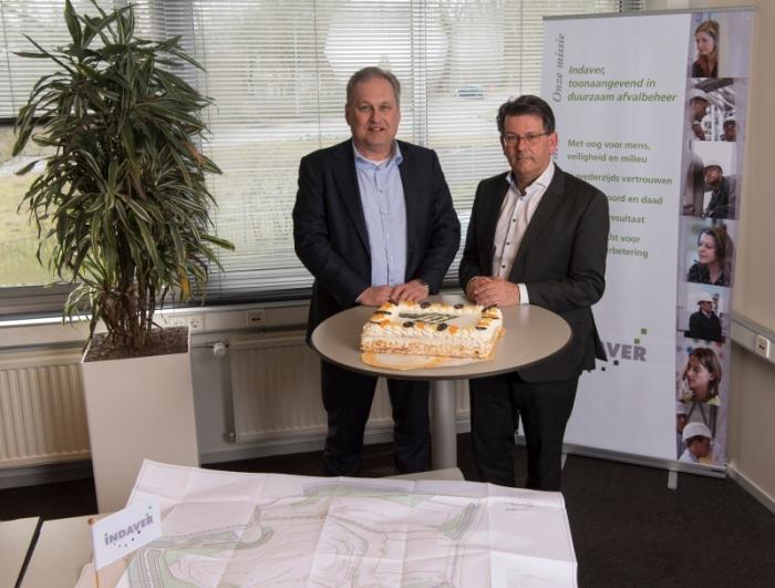 Op de foto van links naar rechts dhrn. Pieter Ahsman van KWS Infra Zwijndrecht en Peter Louwman van Indaver Nederland
