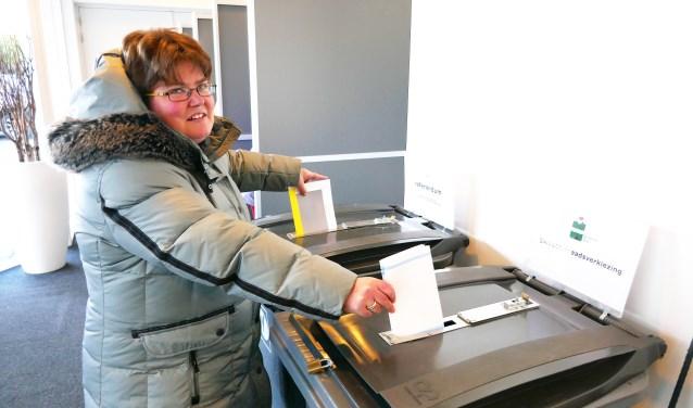 Sandra van Logtenstein stemt voor de raad en het referendum over de sleepwet.