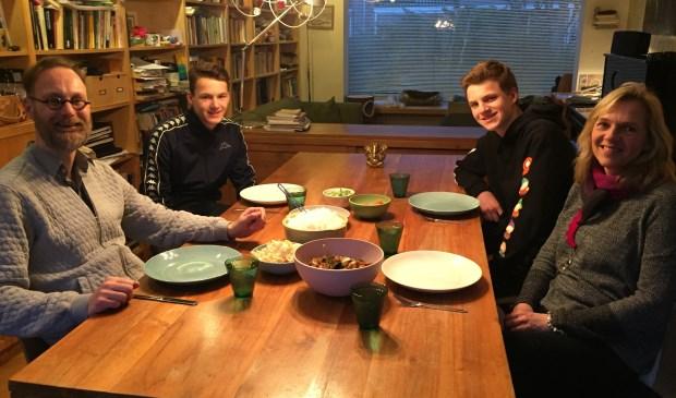 Het gezin Van den Berg (beide zoons eten thuis veganistisch en buitenshuis vegetarisch)