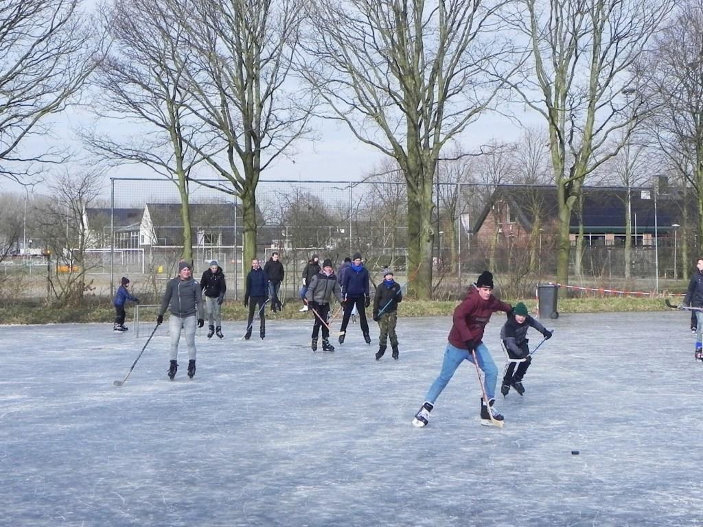 Deze jongens hadden plezier in het spelen van ijshockey. Richard Thoolen © BDU media