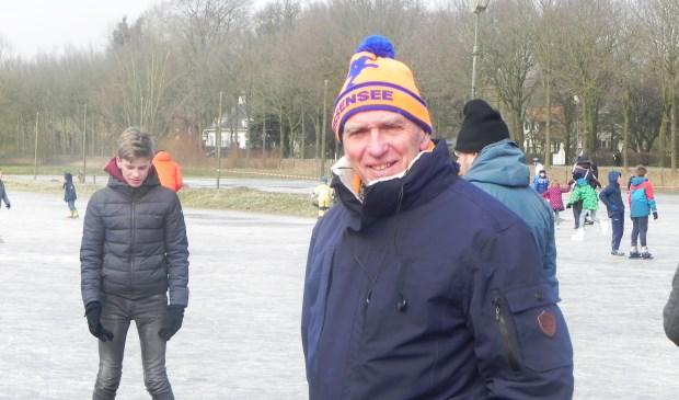Anton Peek is blij dat de schaatsbaan door zo veel mensen gebruikt wordt.