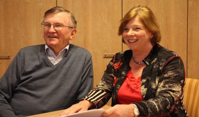 Piet Rietkerk en Emmy van Wijngaarden van de Commissie Wonen.