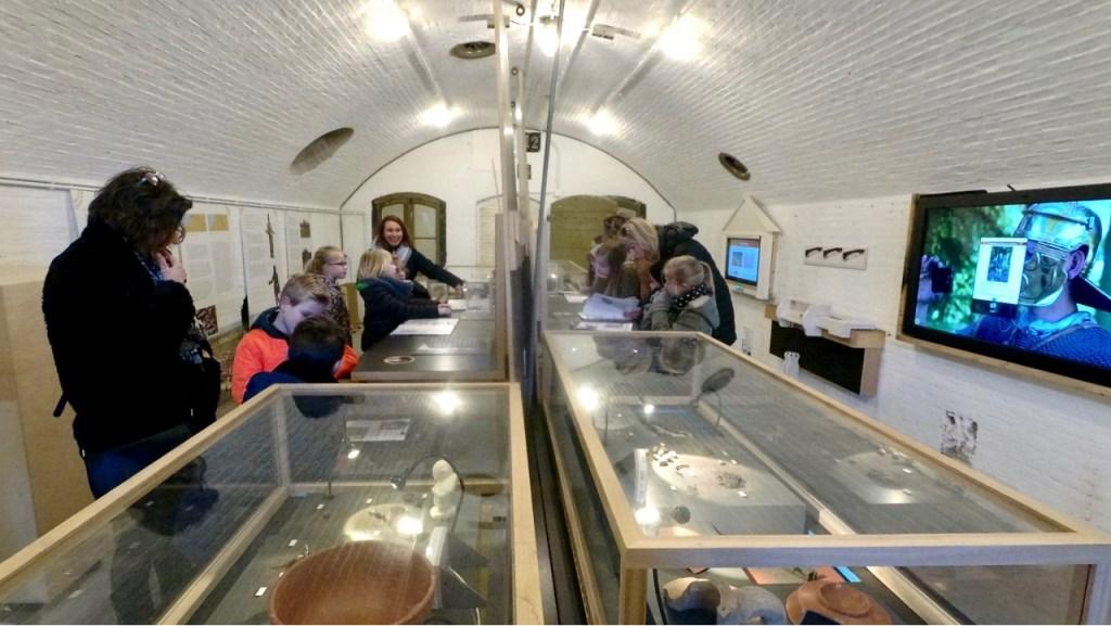 Leerlingen van de Delteykschool bezoeken de Romeinententoonstelling op Fort Vechten Kees Linnenbank © BDU media