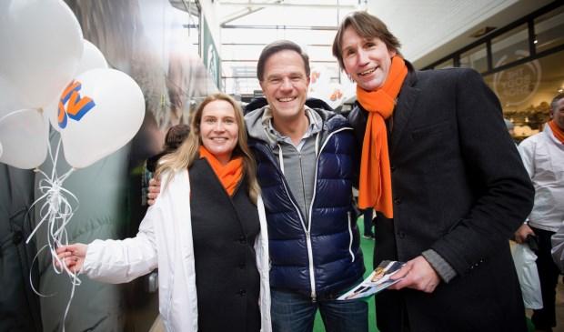 Herbert Raat samen met nummer 2 op de VVD lijst, Janneke Leegstra en Mark Rutte.
