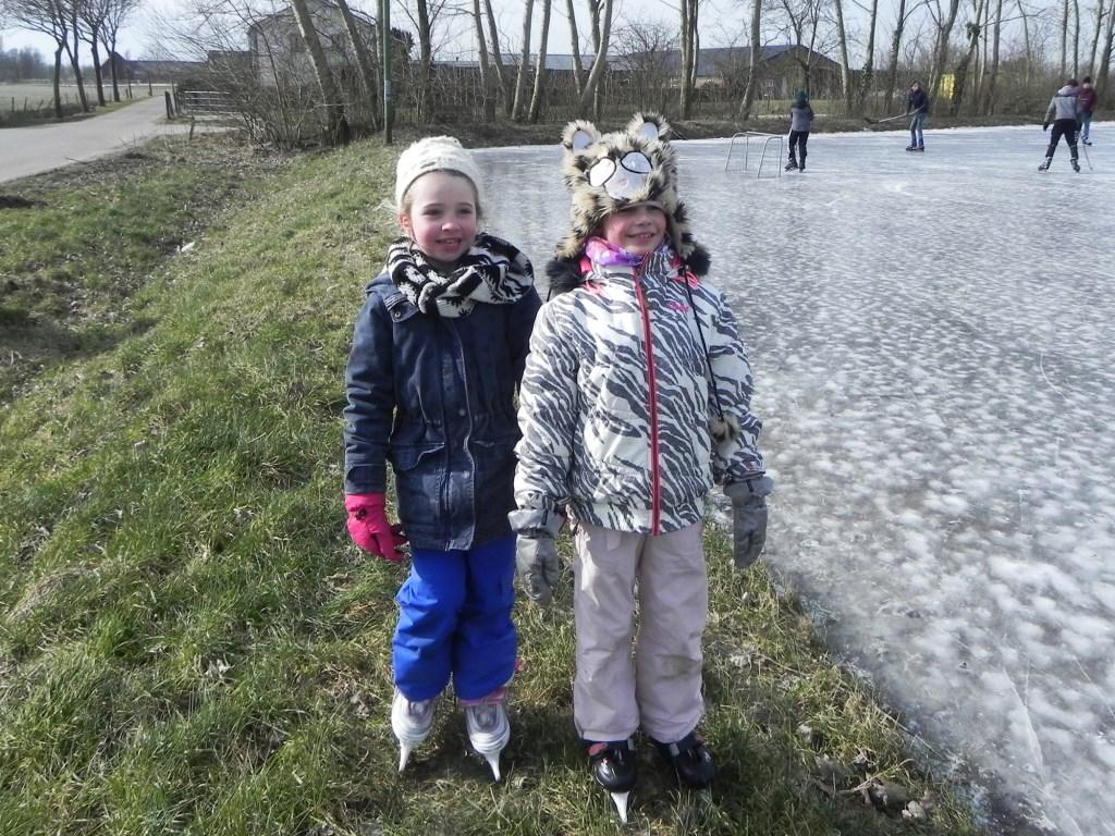 Lise en Saar komen zelfs voor tosti's niet van de schaatsbaan af. Richard Thoolen © BDU media
