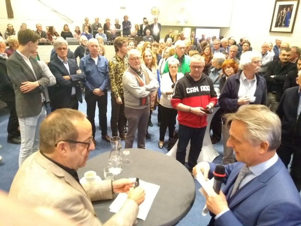 Burgemeester Rob Metz geeft eerste tussenstand in volle raadszaal van Soest.