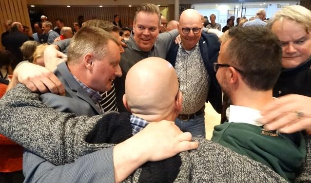 Na bekendmaking van de uitslag vieren de VVD ers de overwinning.