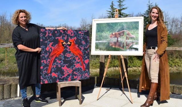 Lyu Sienna (links) en Yvette van den Berg exposeren deze maand in Jardin d'Hiverre.