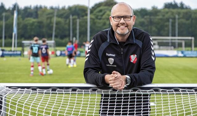 DEV trainer Michel van Aken keert na een jaar afwezigheid met zijn team terug naar het naast hogere niveau