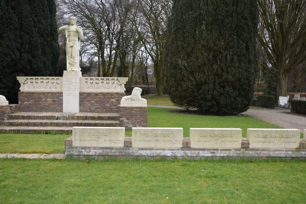 Het monument op de begraafplaats Tolsteeg Frank Magdelyns © BDU media