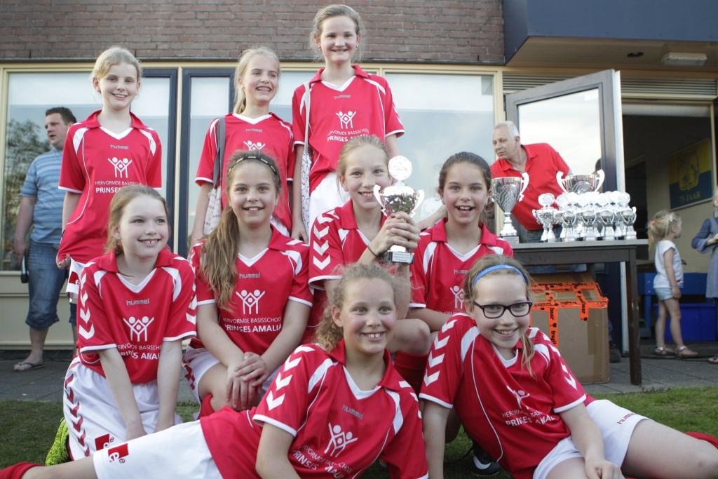 De meiden van de Prinses Amaliaschool, winnaars van groep 7. Erik van't Land © BDU media