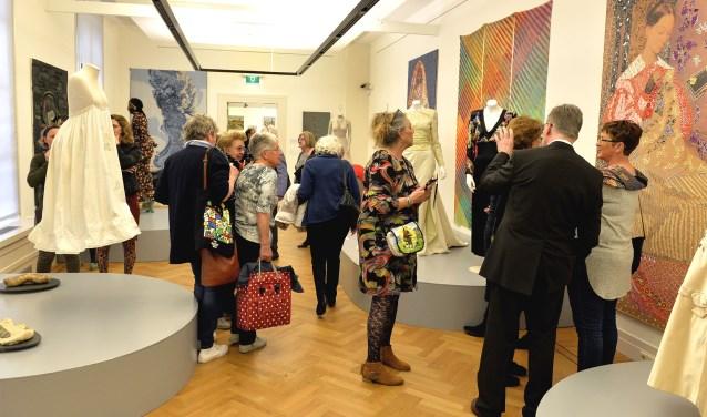 Opening van de expositie over borduurkunst in het Gorcums Museum