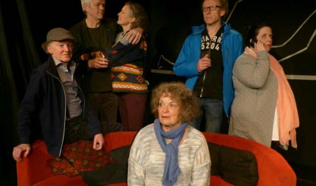 De cast van 'Familie', de nieuwe productie van Tejaterthuis.