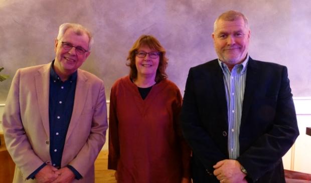 <p>Hein Hoitink nam afscheid van de gemeenteraad. Archieffoto, met rechts Leny Visser en Arie Viskil.</p>