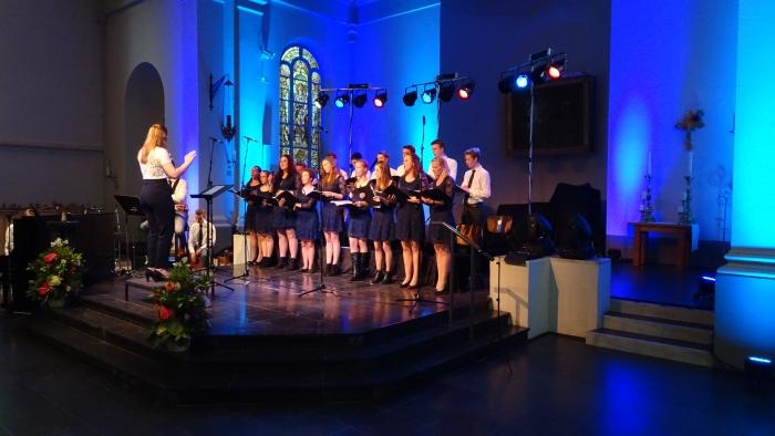 Jongerenkoor Driebergen tijdens het Jubileumconcert in de Sint Petrus' Bandenkerk