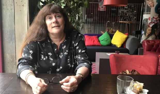 <p>Eva Dansen wil weten of de gemeente Gorinchem ook zorgaanbieders met stevige winsten inhuurt</p>