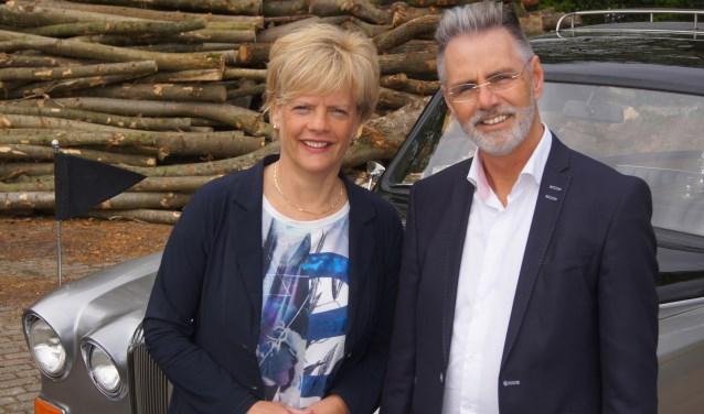 De uitvaartbegeleiders van Alcuon: Madeleine Groenhof en Gert-Jan van Bennekom