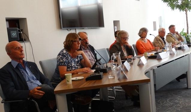 De fracties van CDA en De Liberalen zitten in de raadszaal al gezamelijk tegenover P21 (hier tijdens debat over Rhijnhaeghe)