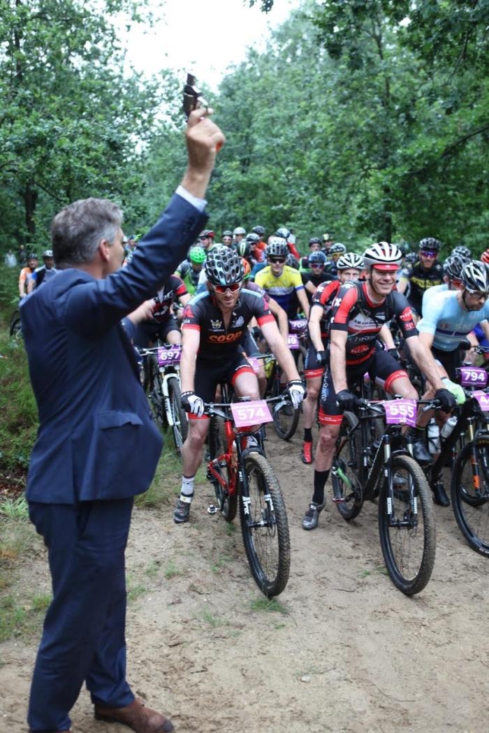 Burgemeester Naafs lost het startschot LCUH © BDU