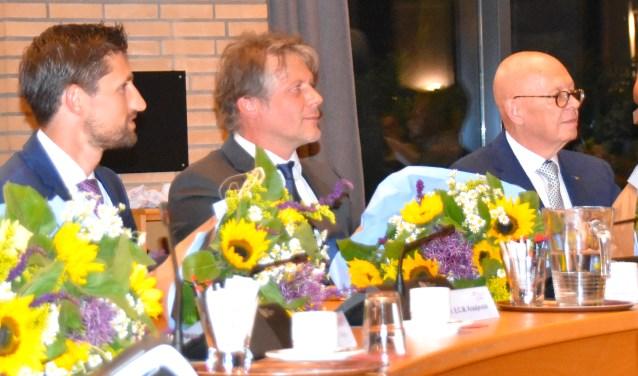 Ro van Doesburg (midden) samen met collega-wethouders Eelke Kraaijeveld (links) en Dick van Zanten (rechts.