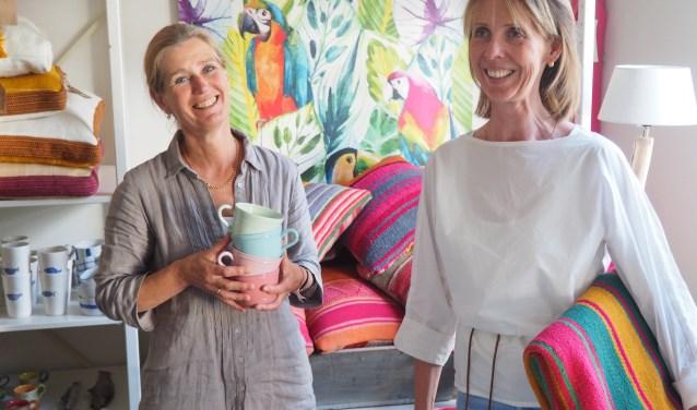 Gemmy Veldhuizen en Irene Schiebroek zijn trots op hun unieke winkel.