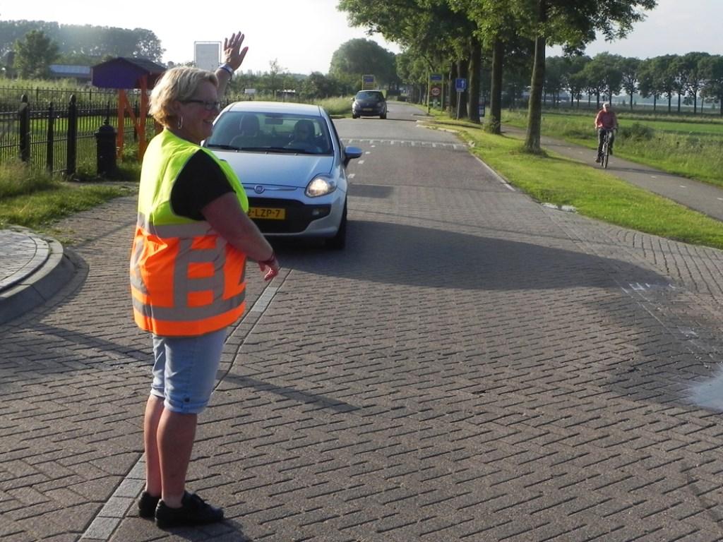Het verkeer wordt vakkundig geregeld zodat er veilig gelopen kan worden. Richard Thoolen © BDU media
