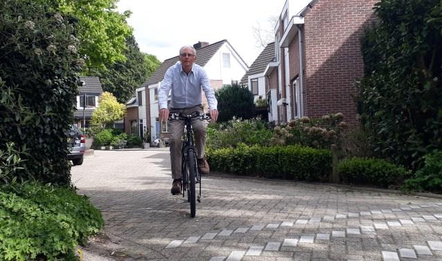 Nu nog in een vertrouwde omgeving, straks door China en Australië. Jan Postema stapt weer op de fiets.