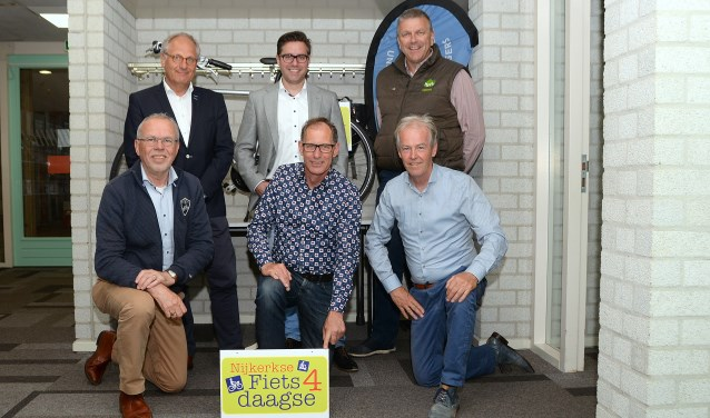Boven (v.l.n.r.): Bert de Graaf, Vincent Loffeld en Rien Loman. Onder (v.l.n.r.): Sjaak de Korte, Arjan van Slooten en Jan Verweij. Foto: Harry Koelewijn