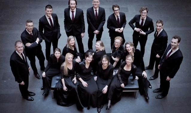 Haarlem Voices staat onder leiding van dirigent Sarah Barrett.