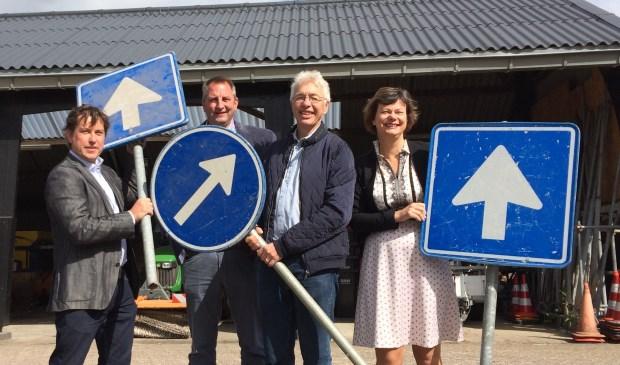 Machiel van Dalen (Buurstroom), Rene Tielkemeijer (RMN), Erik Alsema (Energriegroep) en wethouder Erika Spil