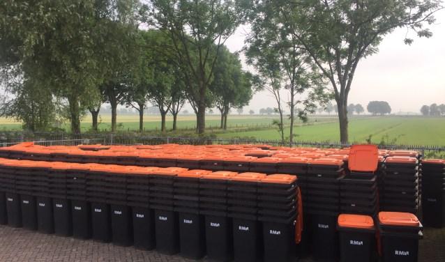 Duizenden minicontainers op het terrein van RMN in Soest