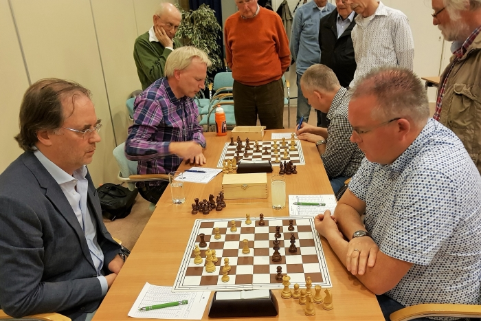 De spannende laatste ronde met vlnr. Arnoud Huibers, Johan de Groot, Gert Legemaat en Eric Bies