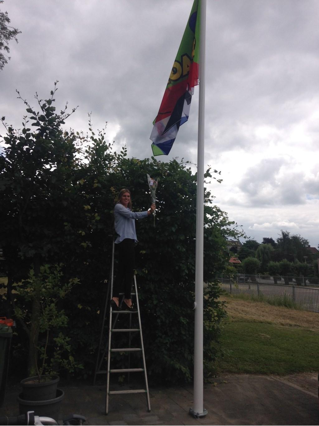 Mabel van 't Hoog hing de vlag hoog in top voor haar HAVO-examen. Familie Van 't Hoog © BDU media