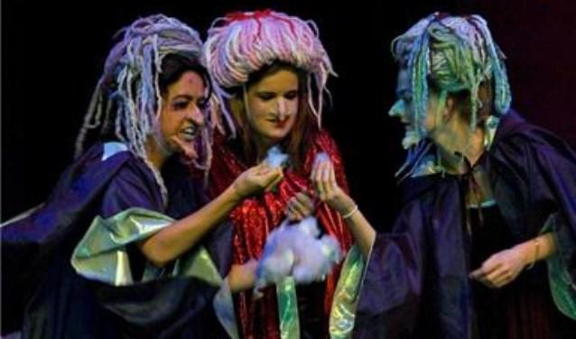 De theaterklassen tonen weer hun kunsten in de Speeldoos.