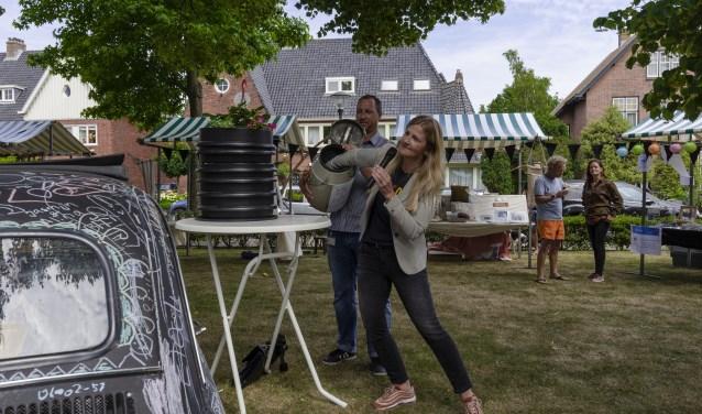 Wethouder Annelies van der Have maakt de winnaar van het wormenhotel bekend! Ellen Toledo © BDU media
