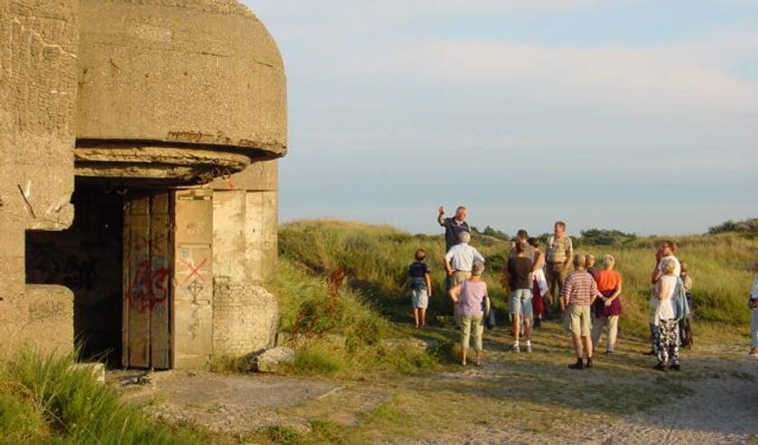 Bunkerbezoek en excursies in IJmuiden: 'een rauwe wandeling door de duinen'