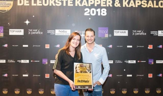 Sandra Çelik kreeg de prijs uit handen van Fred van Leer.