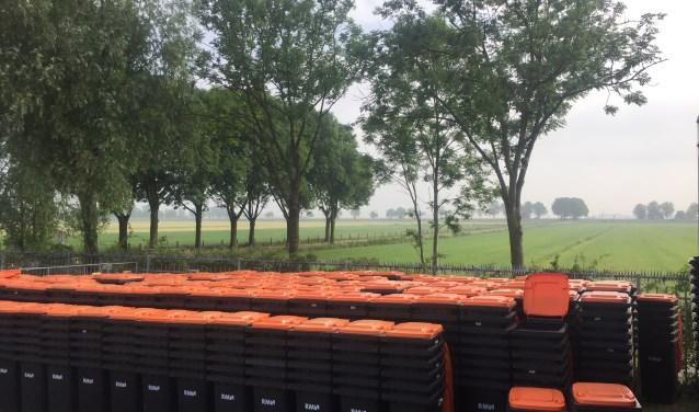 Duizenden minicontainers op het terrein van RMN in Soest.