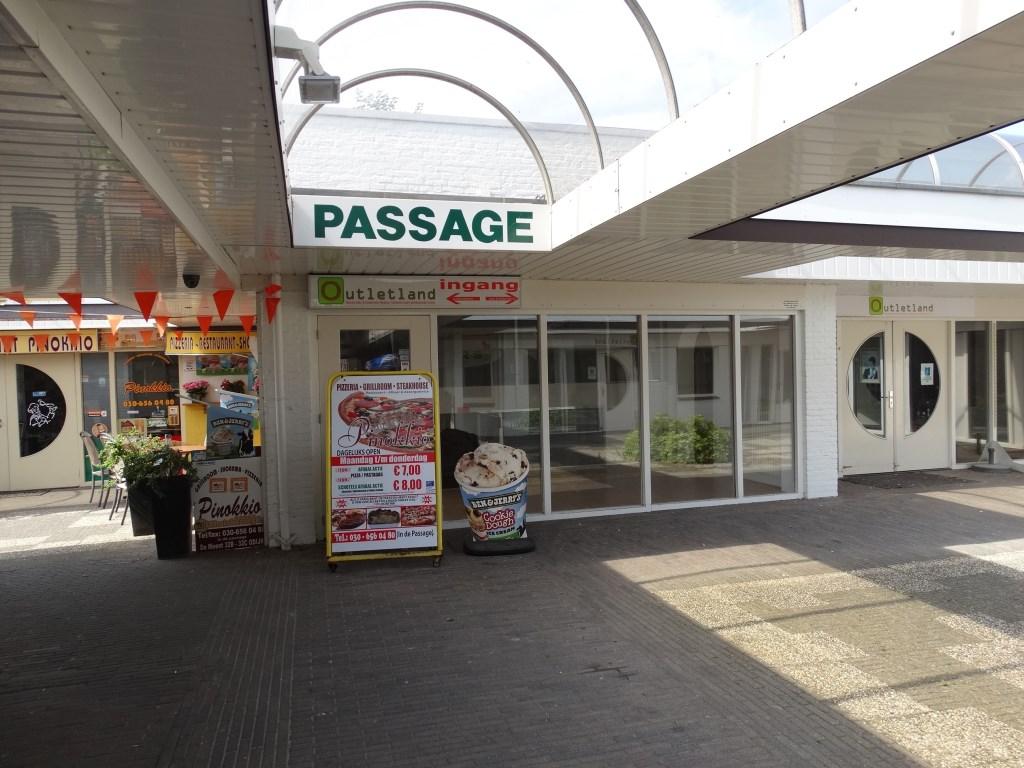 De passage. In het voormalige Outletland komt een doorgang naar het parkeerterrein aan de Singel. Kuun Jenniskens © BDU media