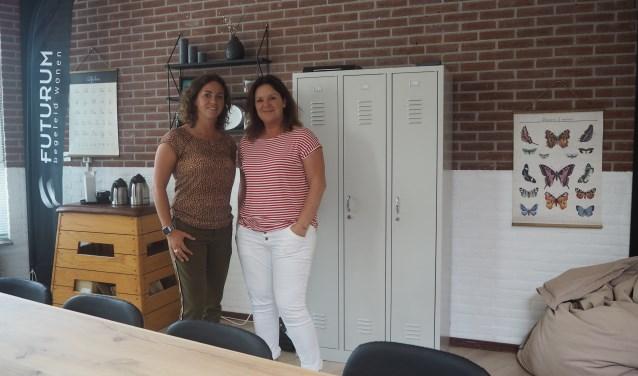 Babette Kistenkas (l) en Kirsten Otten in hun nieuwe ruimte Het Lokaal dat is gevestigd in De Smederij.