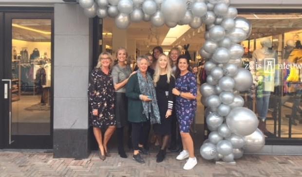Het team van Anna van Toor voor de nieuwe winkel