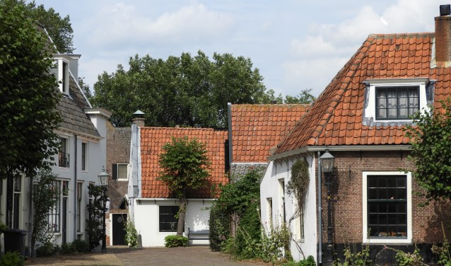 In Oud-Velsen worden rondleidingen verzorgd.
