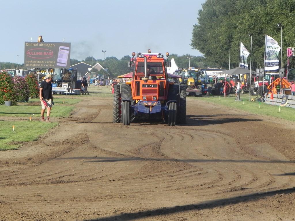 Mark van Hemert reed in een opvallende Same Tigersix 105. Richard Thoolen © BDU media