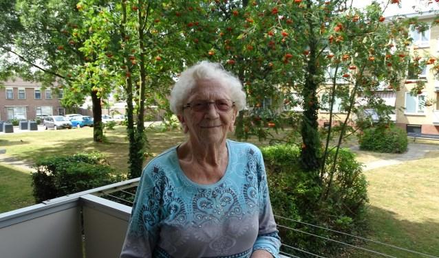 90-jarige vrijwilliger Trijnie van Noordennen