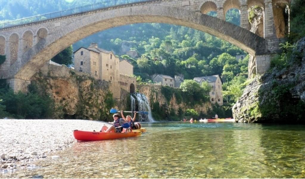 Jim en Wilma kanoen op de Tarn, een mooi riviertje in midden Frankrijk. Mark van Dijk © BDU media