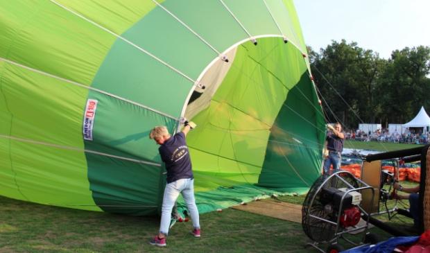 <p>Jolanda gunt haar zieke zus Linda een ballonvaart. Het stel wilde liever niet op de foto.&nbsp;</p>