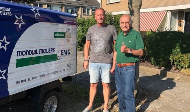 Vrijwilligers Jos en Wim van stichting De Verhuisfamilie waren in Sliedrecht.