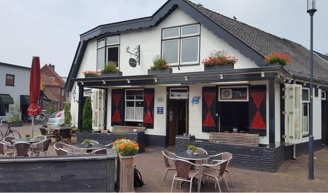 Het gezichtsbepalende café in hartje Santpoort viert komend weekend wat feestjes en jubilea.